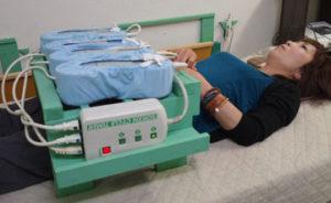 磁気療法を実施する様子