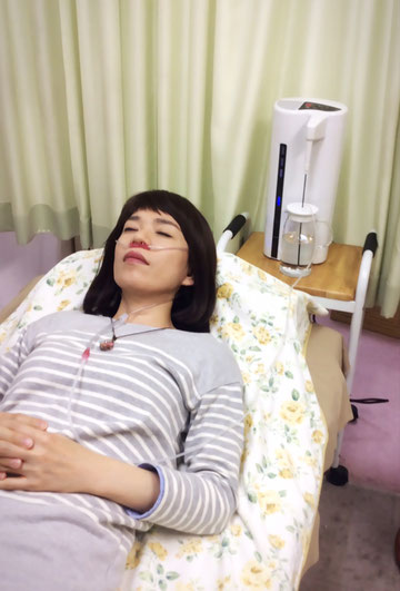 水素療法を受ける女性